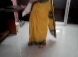 Desi tamil Seconded aunty exposing omphalos helter-skelter saree with audio